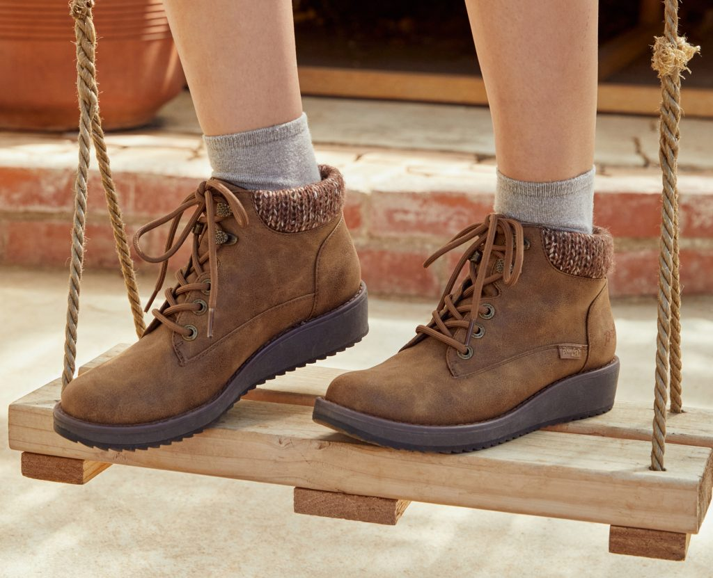 https://blowfishshoes.com/Boots & Booties